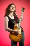 Giocatore di chitarra elettrica del musicista della ragazza dell'attuatore Fotografie Stock Libere da Diritti