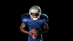 Giocatore di football americano stock footage