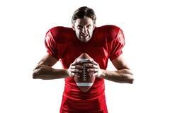 Giocatore di football americano arrabbiato nella palla rossa della tenuta del jersey fotografia stock