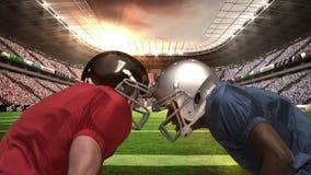 Giocatore di football americano serio che se esamina stock footage