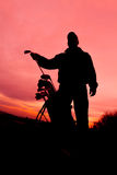 Giocatore di golf al tramonto pronto a giocare Fotografia Stock