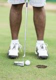 Giocatore di golf al verde mettente Fotografia Stock Libera da Diritti
