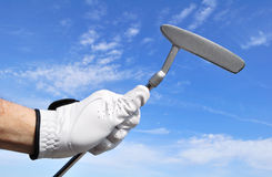 Giocatore di golf che tiene un Putter Fotografie Stock Libere da Diritti
