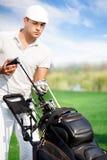 Giocatore di golf con l'attrezzatura di golf Fotografie Stock Libere da Diritti