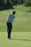 Giocatore di golf dopo l'oscillazione fotografie stock libere da diritti