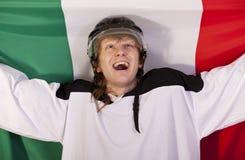 Giocatore di hokey del ghiaccio con la bandierina italiana Immagini Stock