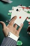 Giocatore di mazza con l'asso sul suo manicotto fotografia stock libera da diritti