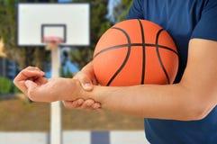 Giocatore di pallacanestro danneggiato immagine stock libera da diritti