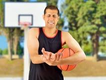Giocatore di pallacanestro danneggiato fotografia stock