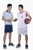 Giocatore di pallacanestro e allenatore Fotografia Stock