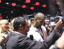 Giocatore di pallacanestro famoso Tony Parker al salone dell'automobile di Parigi Fotografie Stock Libere da Diritti