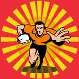 Giocatore di rugby che funziona con la sfera Fotografia Stock