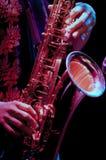 Giocatore di sassofono nello spettacolo dal vivo Fotografie Stock Libere da Diritti