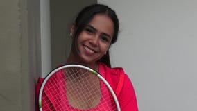 Giocatore di tennis femminile grazioso stock footage