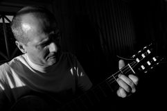 Giocatore e cantante di chitarra fotografia stock