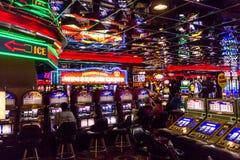 Giocatori dello slot machine nel casinò di Las Vegas Fotografie Stock