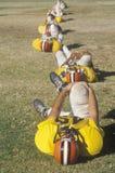 Giocatori di football americano che si scaldano con gli allungamenti sul campo prima del gioco, Michie Stadium, NY Fotografie Stock Libere da Diritti