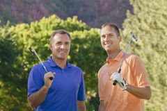 Giocatori di golf sorridenti Fotografia Stock
