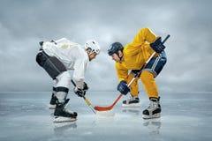 Giocatori di hockey su ghiaccio Fotografie Stock Libere da Diritti