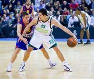 Giocatori di pallacanestro nell'azione Fotografie Stock