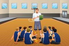 Giocatori di Talking With His dell'allenatore di pallacanestro sulla corte royalty illustrazione gratis