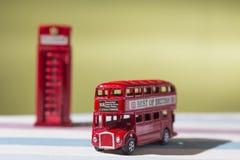 Giocattoli, autobus a due piani e cabina telefonica rappresentativi, appunto Fotografie Stock Libere da Diritti