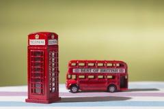 Giocattoli, autobus a due piani e cabina telefonica rappresentativi, appunto Fotografia Stock