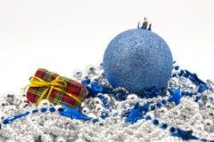 Giocattoli blu dell'abete di Natale Fotografia Stock Libera da Diritti
