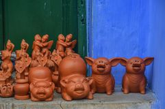 Giocattoli ceramici del maiale a Hoi An Old Town, Vietnam fotografie stock libere da diritti