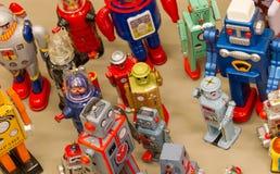Giocattoli d'annata - raccolta dei robot differenti Fotografia Stock