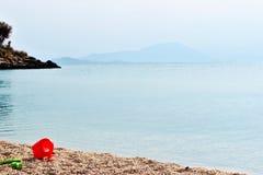 Giocattoli dei bambini sulla spiaggia Fotografie Stock