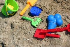 Giocattoli del bambino per il gioco in sabbia Immagini Stock Libere da Diritti