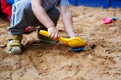 Giocattoli del ` s dei bambini nella sabbiera Immagini Stock Libere da Diritti