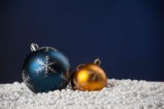 Giocattoli della decorazione dell'albero di Natale con copyspace fotografia stock libera da diritti