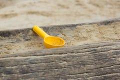 giocattoli della sabbia nel campo da giuoco Fotografia Stock Libera da Diritti