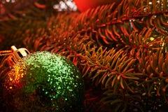 Giocattoli di Natale del fondo del nuovo anno ed albero di Natale Immagini Stock Libere da Diritti