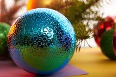 Giocattoli di Natale del fondo del nuovo anno ed albero di Natale Fotografia Stock Libera da Diritti