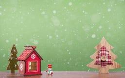 Giocattoli dolci della casa e del pupazzo di neve degli alberi di Natale Celebrazione di festa di Natale Fotografie Stock Libere da Diritti