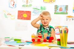 Giocattoli e matite per il ragazzo Fotografie Stock