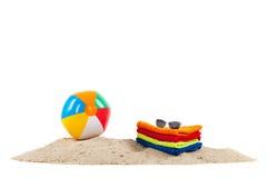 Giocattoli ed asciugamani alla spiaggia Fotografia Stock