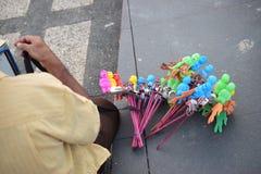 Giocattoli tradizionali dei bambini da vendere fotografia stock libera da diritti