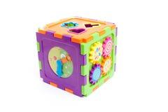 Giocattolo astuto del cubo del bambino di plastica isolato su bianco Fotografie Stock Libere da Diritti