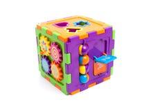 Giocattolo astuto del cubo del bambino di plastica isolato su bianco Immagini Stock