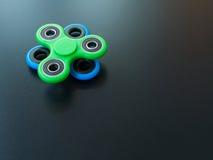Giocattolo colourful popolare del filatore di irrequietezza su un fondo nero Fotografia Stock