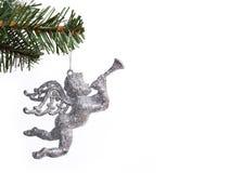 Giocattolo d'argento di angelo di scintillio sulla filiale dell'albero di Natale Fotografie Stock