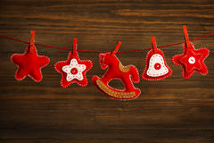 Giocattolo d'attaccatura della decorazione di Natale, fondo di legno di lerciume Fotografia Stock Libera da Diritti