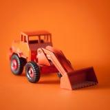 Giocattolo del bulldozer in studio Fotografia Stock