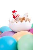 Giocattolo del pollo sulle uova di Pasqua Fotografie Stock Libere da Diritti