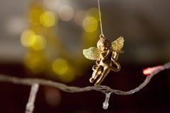 Giocattolo di angelo su una ghirlanda di Natale Immagini Stock Libere da Diritti