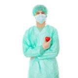 Giocattolo di figura del cuore della holding del medico Immagine Stock Libera da Diritti